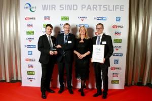 Durante la gala de Partslife LIQUI MOLY recibió un premio por la moderación en el uso de los recursos: De izquierda a derecha: Dr. Uli Weller, director comercial; Günther Hiermaier, director de distribución nacional y Austria; Claudia Kleinert, presentadora de televisión; y Jörg Paul responsable de calidad.